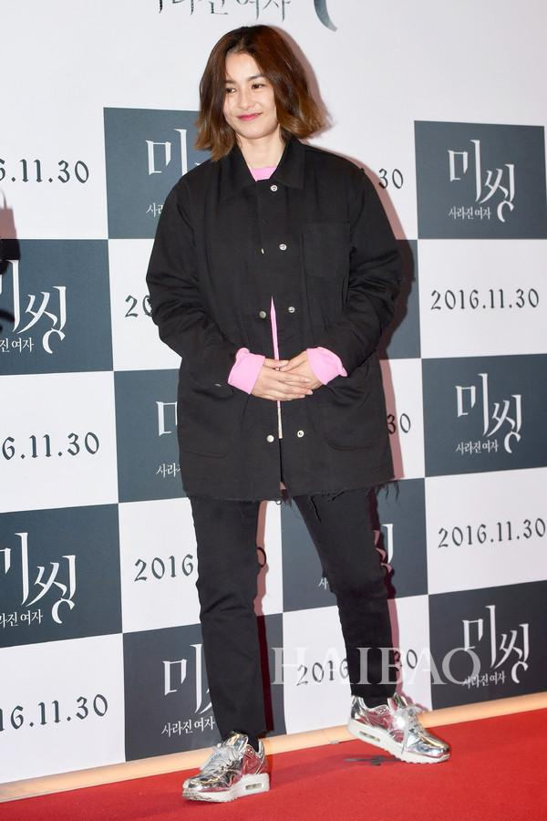 姜惠贞与现身电影《Missing:消失的女人》的VIP试映式